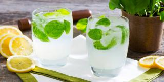 Limonade pétillante au basilic
